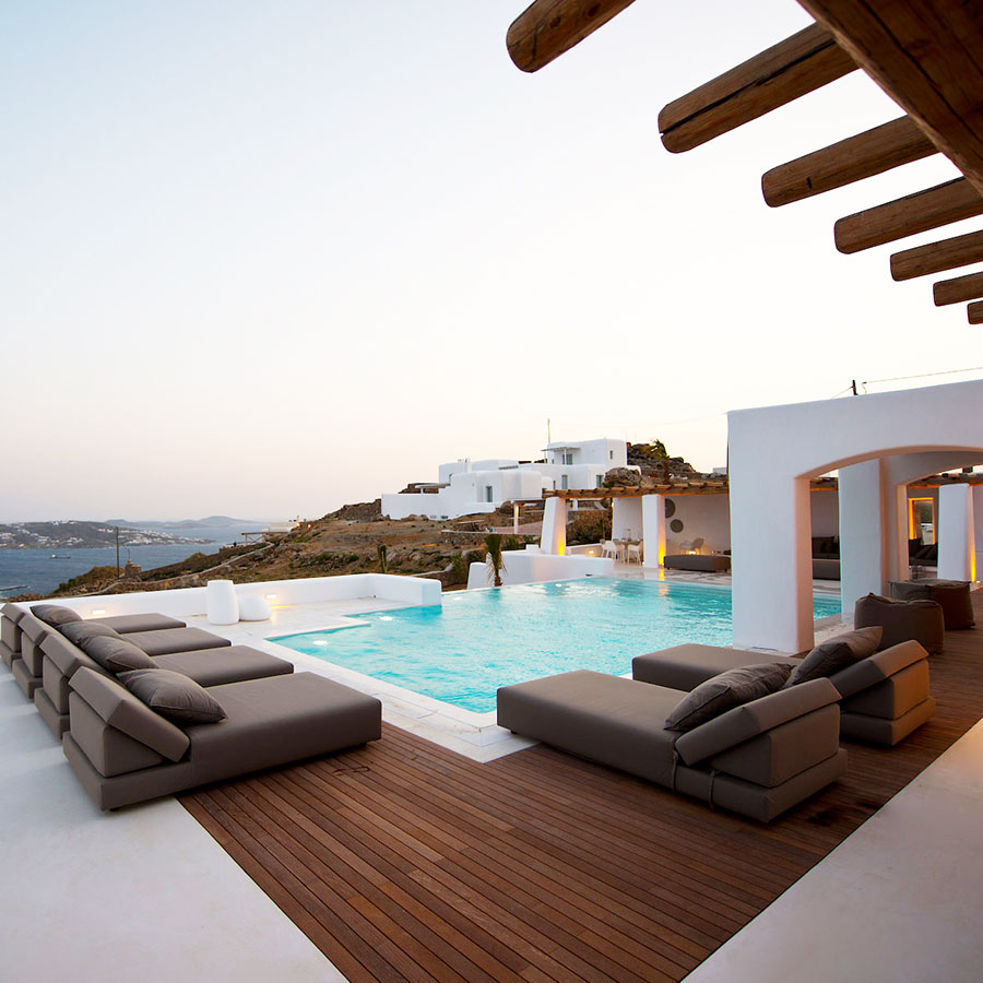 https://www.loyalvillasluxury.com/mykonos-villas/